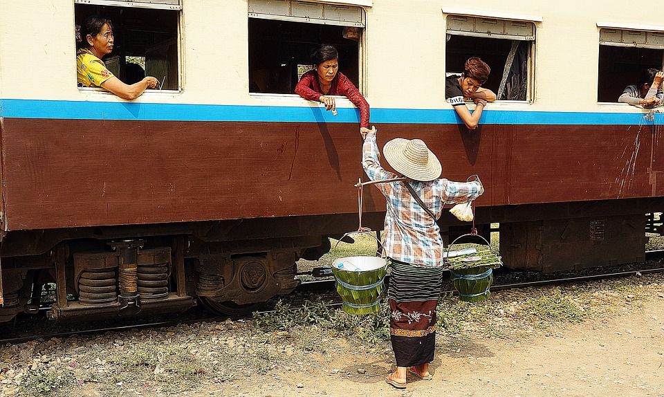 train-2654325_960_720